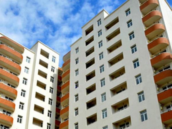 Bakıda 65 yaşlı kişi çoxmərtəbəli binadan yıxılıb öldü