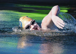 54 saat suda qalan qadın quruya çıxdı - 4 dəfə dayanmadan La Manş boğazını keçdi- FOTO