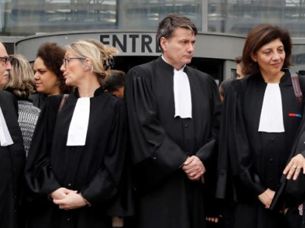 Fransada liberal peşə sahibləri yeni pensiya islahatına qarşı etiraz edib - FOTO