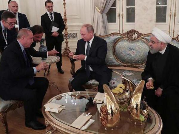 Ərdoğan Putin və Ruhani ilə əncir yedi - FOTO