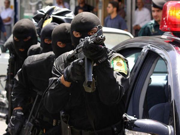 "İranda silahlı insident - <span class=""color_red"">Polis öldü</span>"