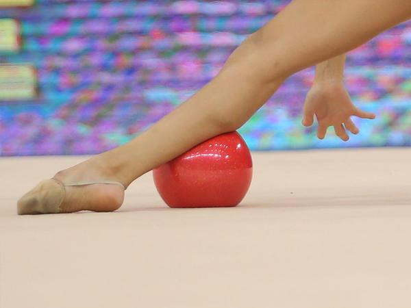 Bədii gimnastika üzrə dünya çempionatında topla hərəkətlərdə finalçılar məlum olub