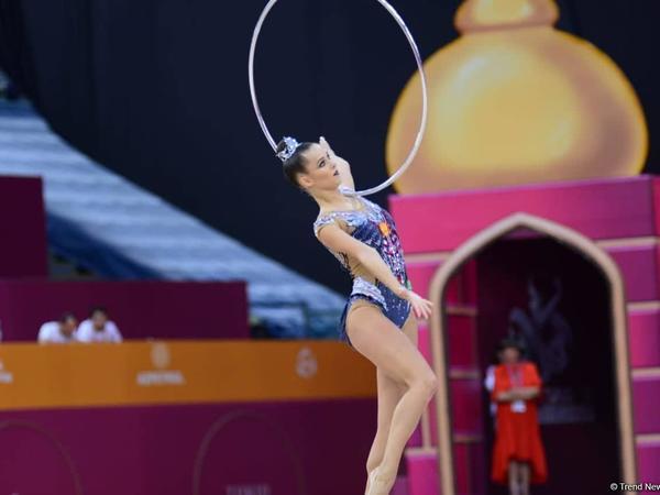 Yekaterina Seleznyova bədii gimnastika üzrə dünya çempionatının halqa ilə hərəkətlərdə qızıl medalını qazanıb - FOTO