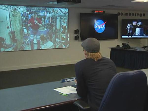 Bred Pitt kosmosla canlı bağlantı etdi - FOTO