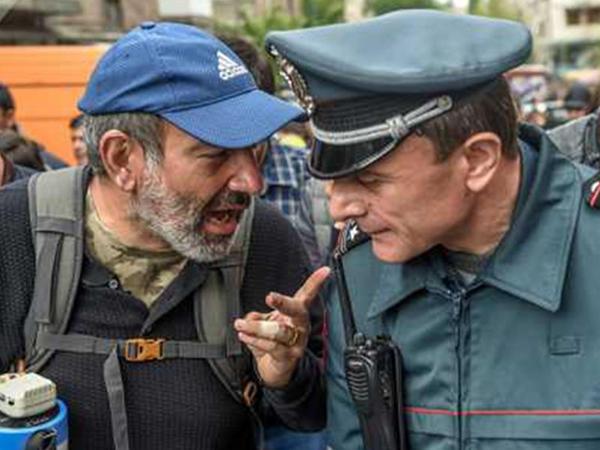 Ermənistan polisinin rəisi Paşinyanla mübahisədən sonra istefa verdi - FOTO