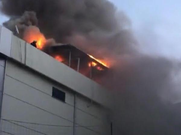 SON DƏQİQƏ: Türkiyədə dəri fabriki yanır