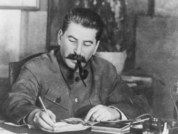 Cırıq alt paltarları, nimdaş kostyumlar, qolları tikilən dəfn paltarları - Stalin haqqında TARİXİ FAKTLAR