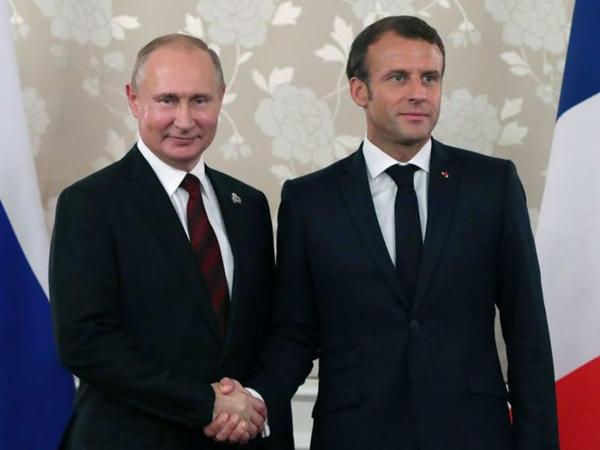 """Makron açıq şəkildə Kiyevi Putinə satır - <span class=""""color_red"""">Sensasion iddia</span>"""