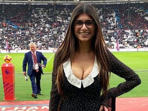 """Məşhur klubdan porno ulduza sürpriz dəvət - <span class=""""color_red"""">FOTO</span>"""