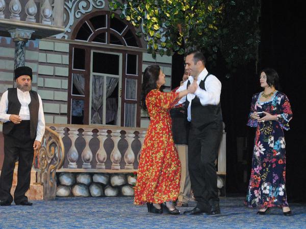 """""""Solğun çiçəklər"""" Sumqayıt Dövlət Dram Teatrının səhnəsində - <span class=""""color_red"""">FOTO</span>"""