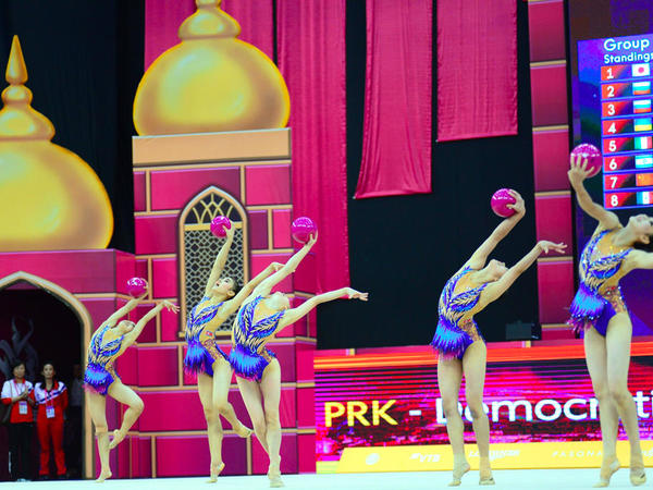 Milli Gimnastika Arenasında dünya çempionatı çərçivəsində qrup hərəkətlərdə komanda yarışları davam edir - FOTO
