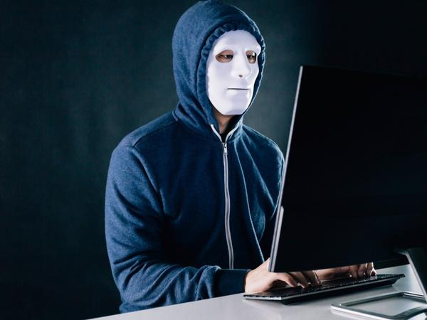 """AXCP-nin troll şəbəkəsi ilə bağlı ŞOK FAKTLAR - 30 """"trollbaşı"""", 400 troll, 6-7 min saxta profil"""
