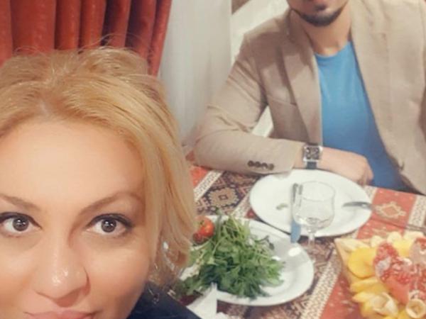 """Azərbaycanlı məşhur illərdir kimliyini gizli saxladığı <span class=""""color_red"""">ərinin FOTOsunu paylaşdı</span>"""