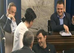 """Gürcüstan parlamentində dava: Qadın deputat... - <span class=""""color_red"""">VİDEO</span>"""