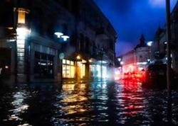 Gürcüstanın Kutaisi şəhərini su basdı