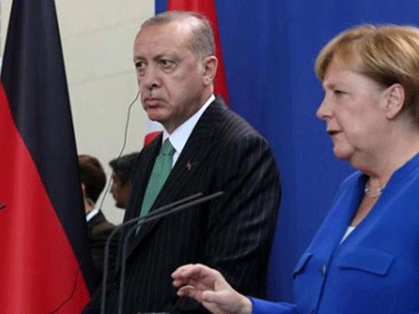 """""""Bizim tərəfimizdəsiniz, yoxsa terrorçuların?"""" - <span class=""""color_red"""">Ərdoğandan Merkelə</span>"""