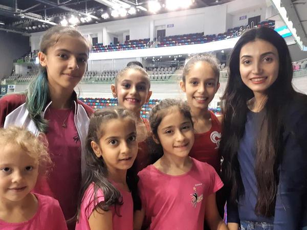 """Azərbaycan gimnastlarına böyük uğurlar arzulayıram - <span class=""""color_red"""">tamaşaçı</span>"""