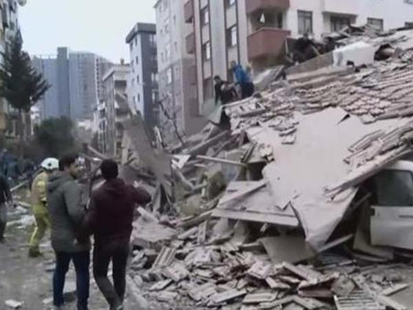Təmir olunan bankın binası uçuldu