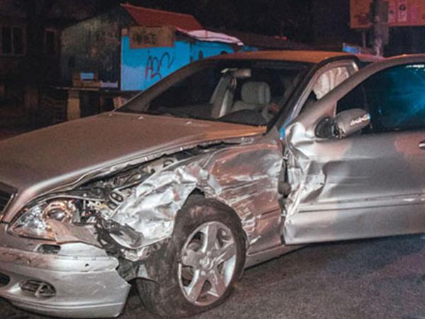 "İki ""Mercedes"" toqquşdu: <span class=""color_red"">yaralılar var</span>"