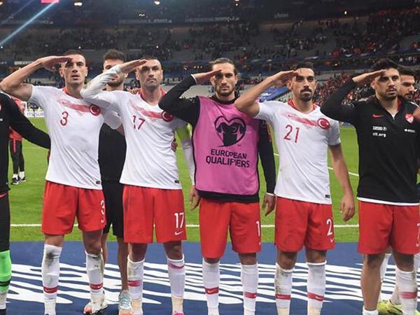 """UEFA """"əsgər salamı""""na görə intizam işi açdı"""