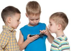Mobil telefon uşaqların diqqətini və yaddaşını zəiflədir