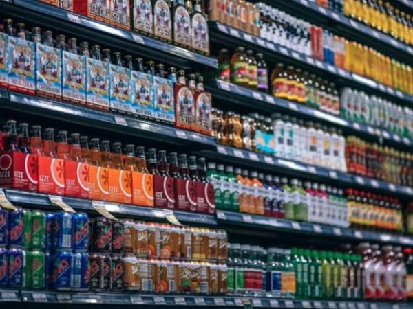 Dünyada ilk dəfə şəkərli içkilərin reklamı qadağan ediləcək