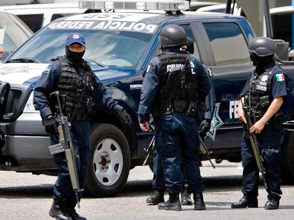 """Meksikada ordu qərargahına hücum: <span class=""""color_red"""">15 ölü</span>"""