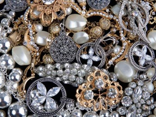 Ölkənin qızıl-gümüş bazarında QİYMƏTLƏR ucuzlaşdı