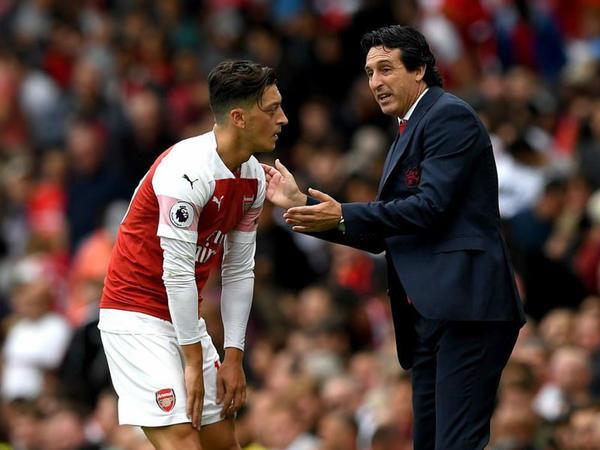 """Özil """"Arsenal""""da qalacağını açıqladı"""