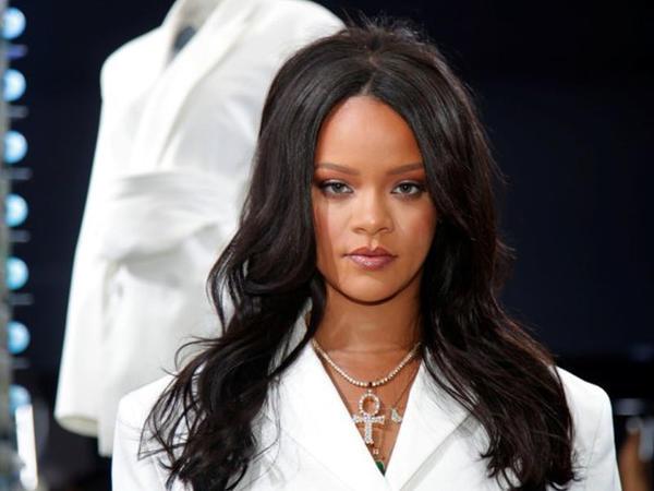 """Rihannanın qara bikinidə <span class=""""color_red"""">VİDEOsu yayıldı</span>"""