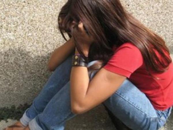 """Ağdaşda 15 yaşlı qıza təcavüz edildi, valideynləri... - <span class=""""color_red"""">TƏFƏRRÜAT</span>"""