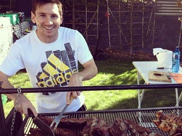 Messi çox yeməkdən özünü zorla saxlayır