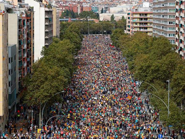 """Kataloniyada kütləvi tətillər başladı - <span class=""""color_red"""">Yollar, aeroportlar, mağazalar bağlandı</span>"""