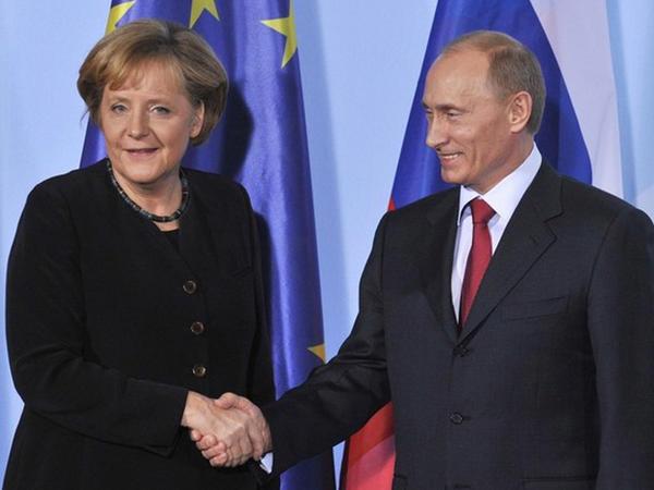 Putin və Merkel arasında telefon danışığı olub