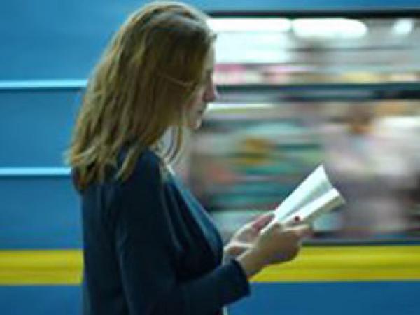 Səliqəsiz geyimli və paltarı pis qoxu verən sərnişinləri Kiyev metrosuna buraxmayacaqlar