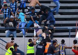 """Azarkeşlər arasında dava düşdü, futbolçular meydandan qaçdılar - <span class=""""color_red"""">VİDEO</span>"""