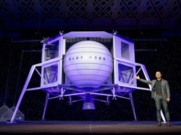 """Milyarder NASA-nın Ay missiyası üçün """"milli komanda"""" yaradıb"""