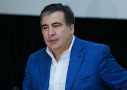 """Gürcüstan Prezidentinin saytına hücum - <span class=""""color_red"""">Saakaşvilinin fotosu fonunda """"Mən qayıdacam"""" yazıldı</span>"""
