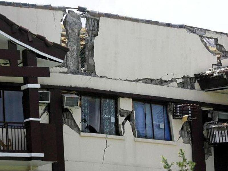 Filippində zəlzələ: prezidentin evində də çatlar yarandı