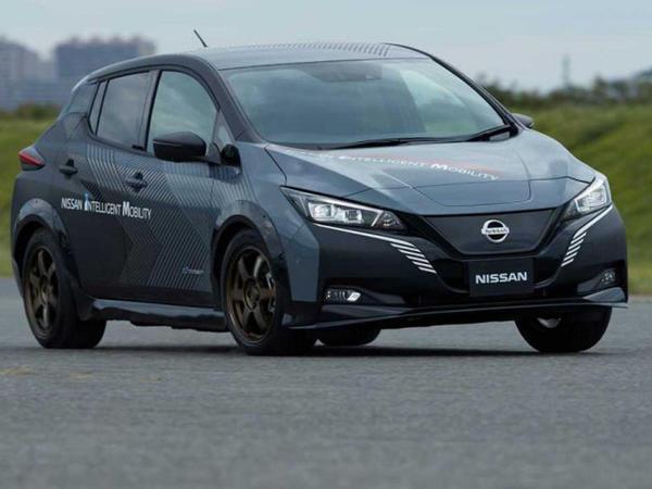Nissan Leaf tam ötürməyə sahib olub - FOTO