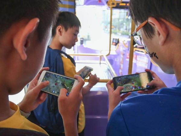 Çin hakimiyyəti uşaqlara gündə 1,5 saatdan çox videooyun oynamağı qadağan edib