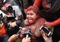 """Bələdiyyə sədrinin saçını kəsib, <span class=""""color_red"""">üzünə boya atdılar - FOTO - VİDEO</span>"""