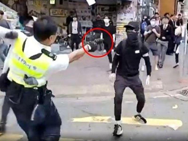 Polis canlı yayımda etirazçını güllələdi -  VİDEO