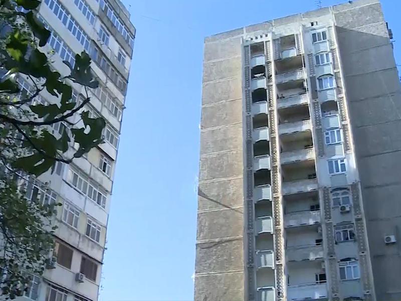 33 il əvvəl şəhərin mərkəzində tikilən binaya hələ də qaz verilmir - VİDEO