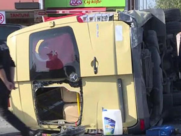 Avtobusun qəza anı kameraya düşdü - VİDEO