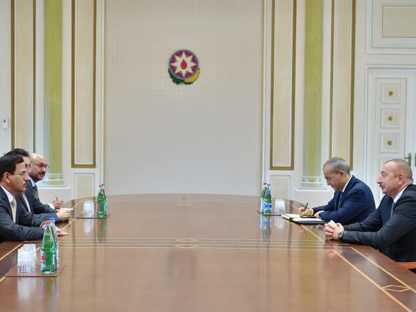 Prezident İlham Əliyev Birləşmiş Ərəb Əmirliklərinin İqtisadiyyat nazirini qəbul edib - FOTO