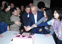 Aktyor yenidən doğma səhnəyə qayıtdı