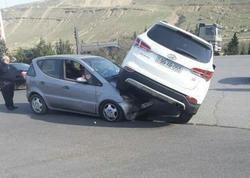 """""""Sədərək""""də qəza: """"Hyundai"""" """"Mercedes""""in üzərinə çıxıb"""