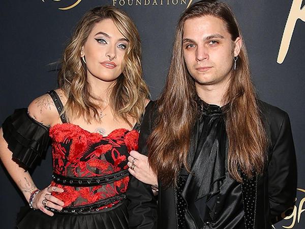 Maykl Ceksonun qızı sevgilisi ilə - FOTO