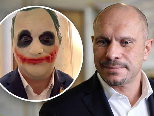 Deputat parlamentə Coker maskasında getdi - VİDEO - FOTO